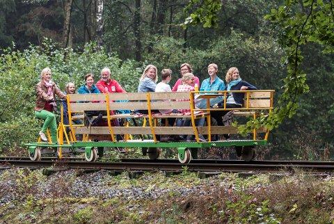 Eerste spoorfiets rijdt over historische spoorlijn tussen Kapellen en Brasschaat