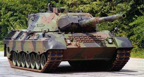 Militaire tank siert onthaal spoorfietsen